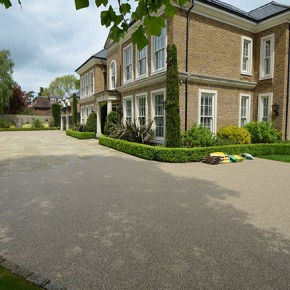 Clearstone resin bound: perfectly practical and stunning paving for classic home