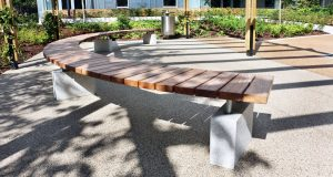 south-kilburn_curved-bench_sbn307_01