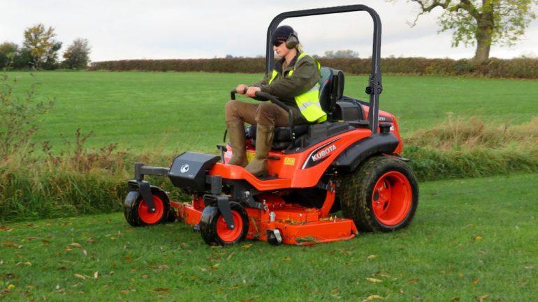 Productivity is key when you mow with Kubota'sZD1211 diesel zero-turn mower.